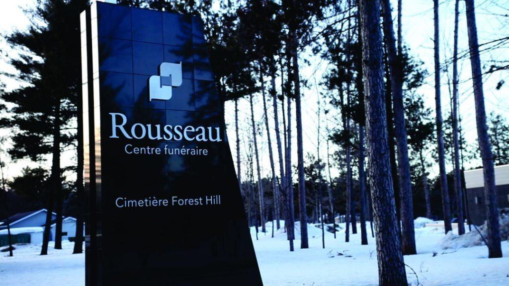 Rousseau_EnseigneBordureRoute